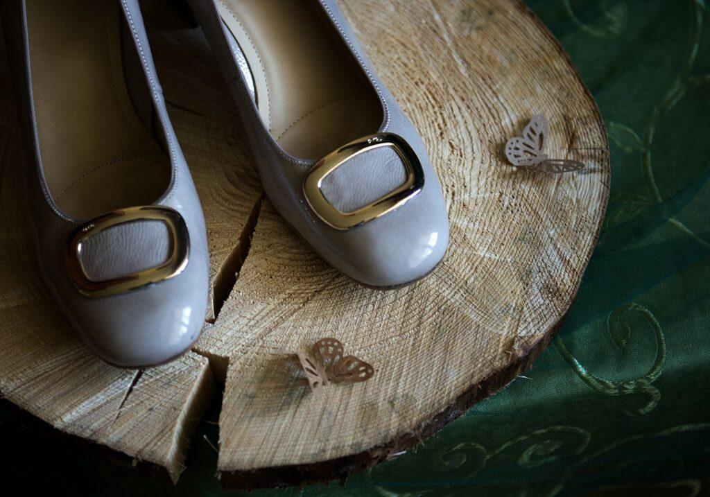 Dámské prolamované boty – podpatky nebo ploché?